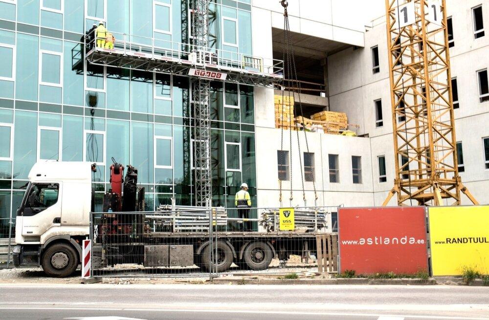 15-летний парень работал на строительстве нового здания суда в Таллинне, но денег так и не получил