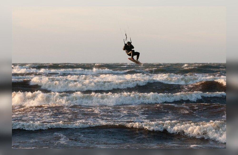 Lohesurf Tallinna lahel. Pilt on illustreeriv