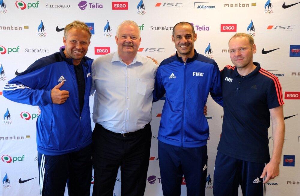 Madjer (keskel) külaskäigul Eesti Olümpiakomitees