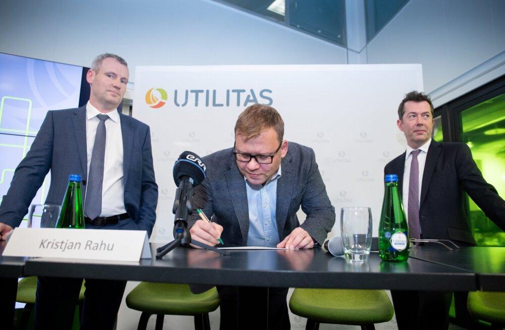 Kristjan Rahu (keskel) 28. novembril 2018. aastal toimunud pressikonverentsil, kus Utilitas andis teada enamusosaluse müügist Austraalia fondile.