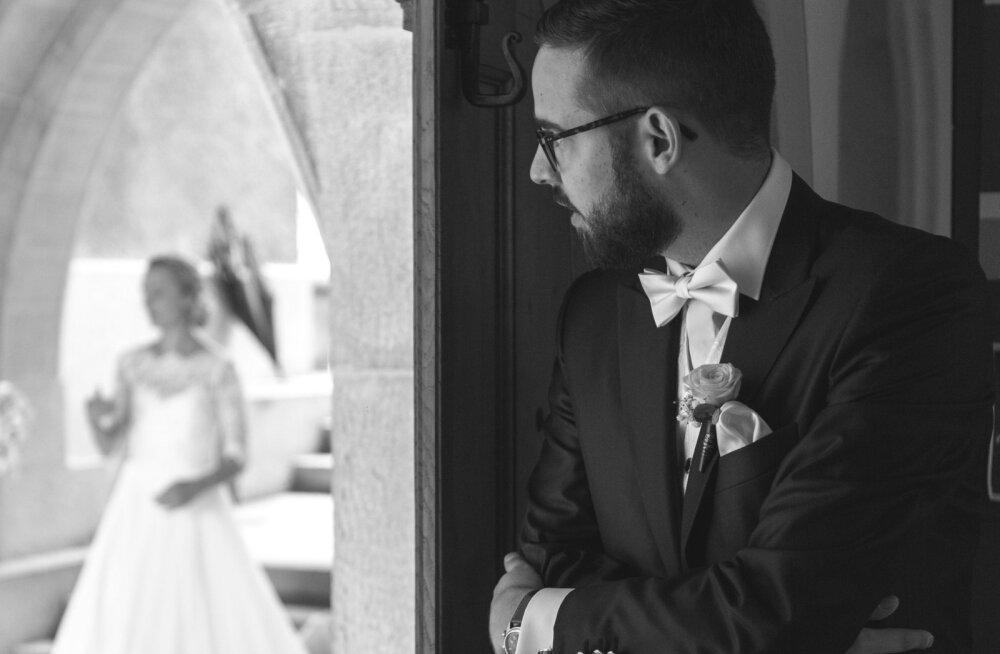 Lugeja vastumeelsest pulmaminekust: kas tõesti püütakse oma lähedasi ja sõpru panna uskuma, et nende suhe on pärast sellist draamat õnnelik?