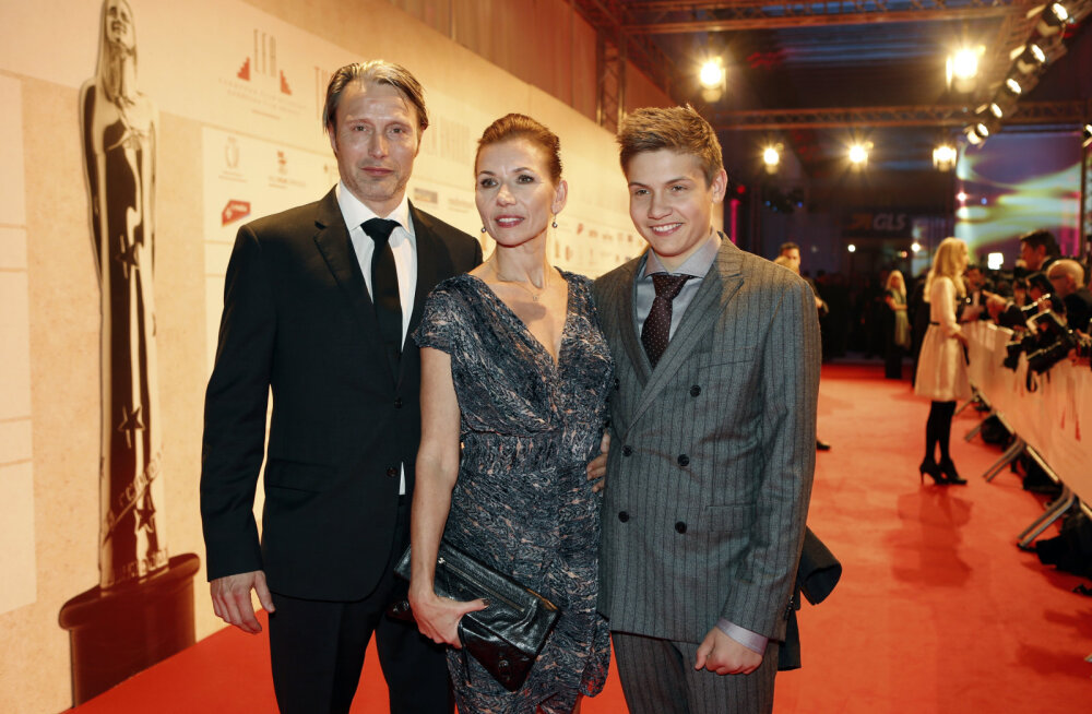 Häbenemata õnnelikud: Mads Mikkelsen armus oma tulevasse abikaasasse esimesest silmapilgust