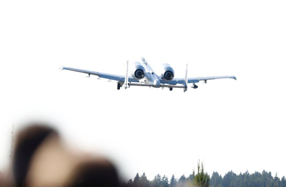USA ründelennukid A-10 maanduvad Jägala-Käravete maantee laiendusele