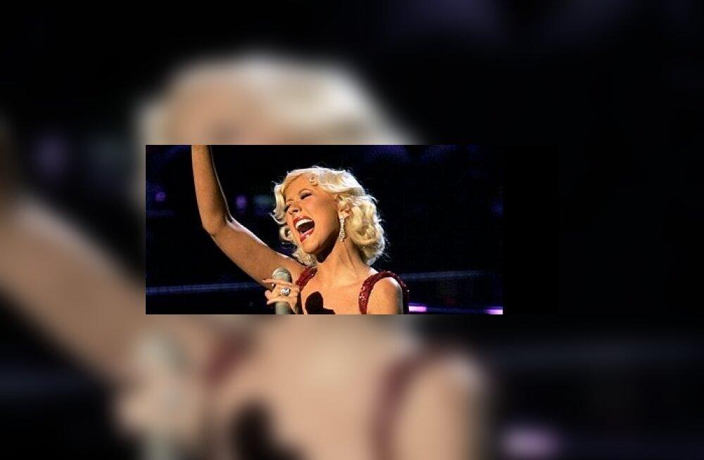 Christina Aguilera (R)