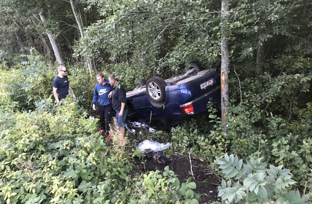 ФОТО | Сильно пьяный водитель перевернулся под Таллинном