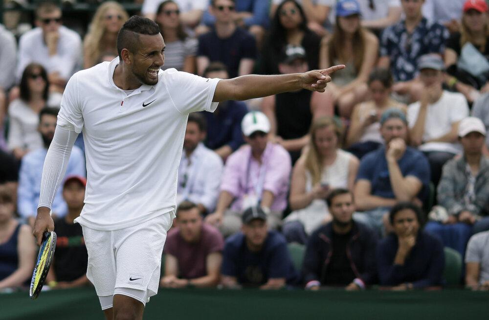 """Tennisemaailma """"pahapoiss"""" sattus taas skandaali: Kyrgios sõimas Wimbledoni avaringis kohtunikke ja fotograafi ning kutsus iseennast vaimuhaigeks"""