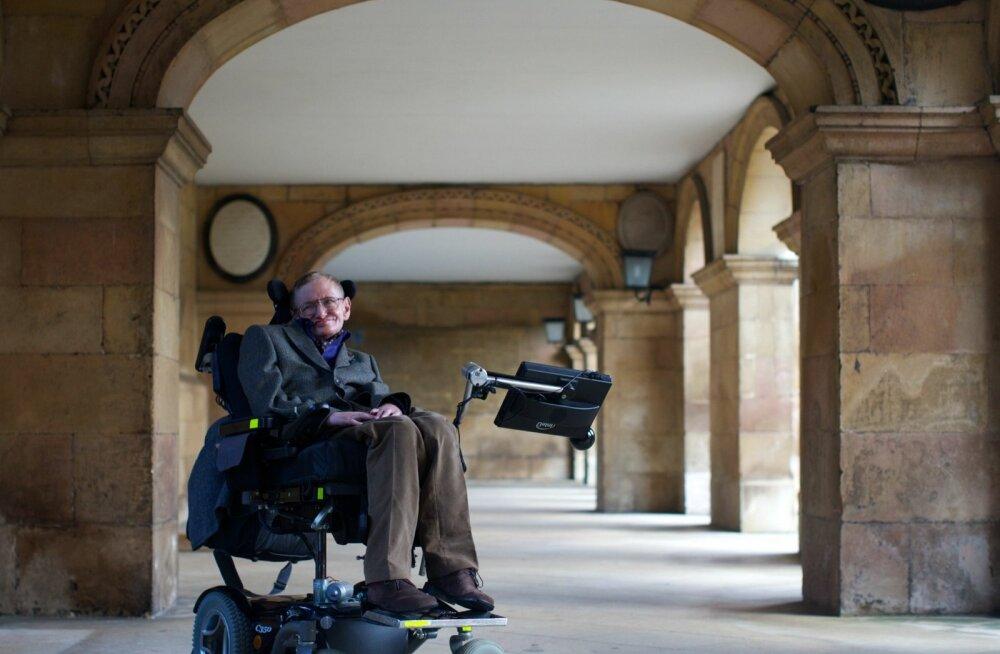Stephen Hawking maetakse Newtoni ja Darwini lähedusse