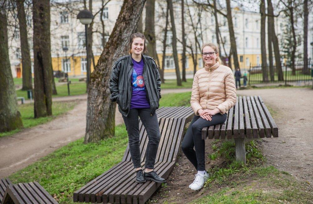Rakett 69 finalistid Kadi (vasakul) ja Viktoria Siigur