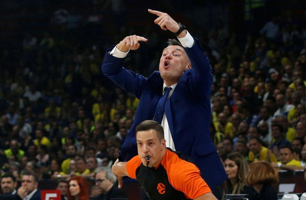 Šarunas Jasikevicius kipub pidevalt väljakule