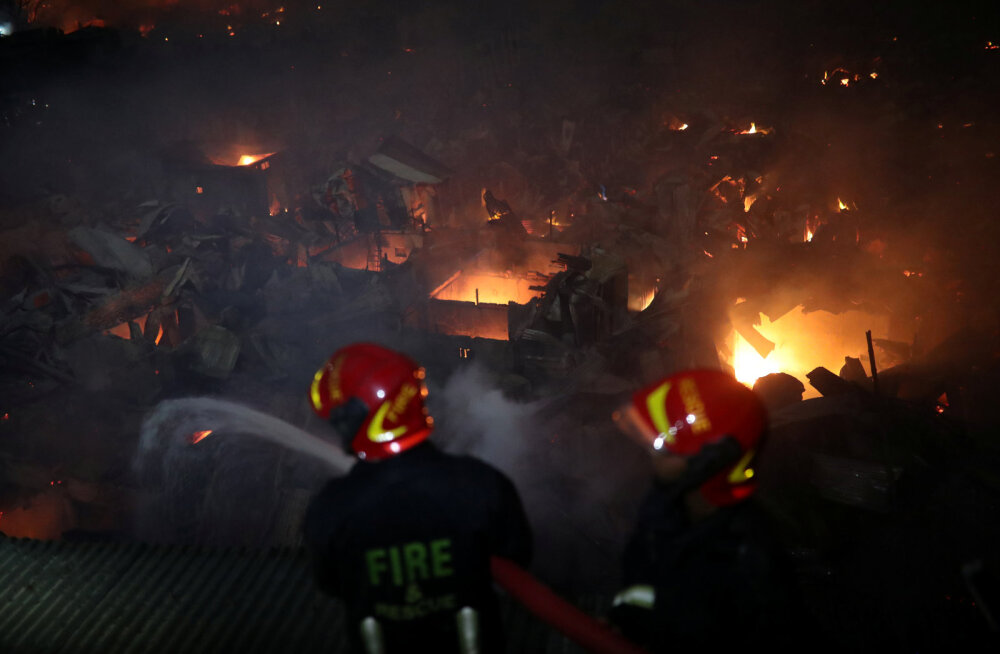 Bangladeshi slumm süttis põlema: koduta jäi 10 000 inimest