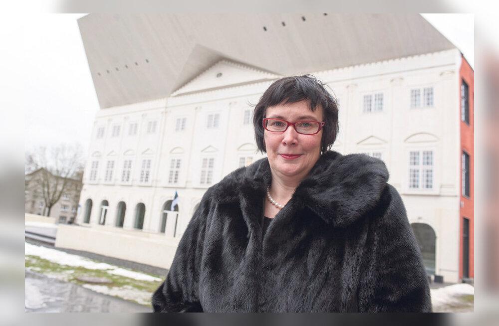 MAALEHE ARHIIVIST | Siseministriks saav Katri Raik: Narvas on Eesti lippe iga aastaga vähem