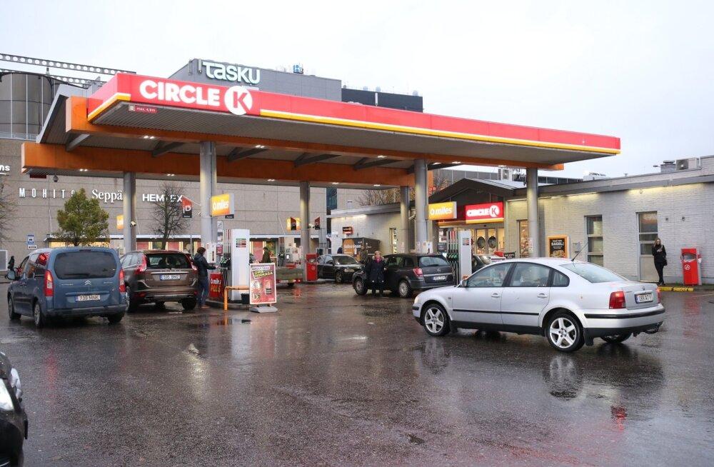Мужчина, сломавший ногу перед заправкой Circle K в Нарве, взыскал с фирмы приличную компенсацию