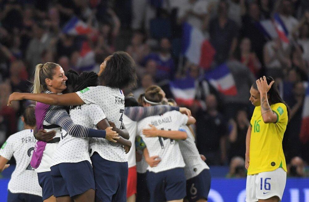 Prantslannad lülitasid jalgpalli MM-il konkurentsist Brasiilia, Inglismaa alistas vastuolulises matšis Kameruni