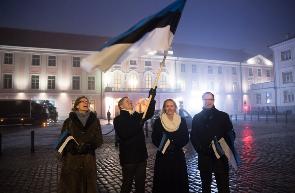 Helen Lepalaan, Madis Laansalu, Sille Tamm ja Rauno Tagel kohtusid üle aastate taas Toompeal samas rivistuses, nagu kord lipp heisati.
