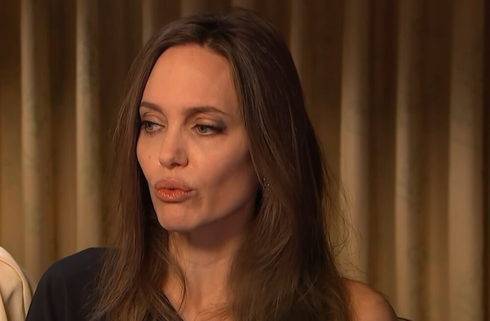 После развода распереживавшаяся Анджелина Джоли закрутила роман с... актрисой