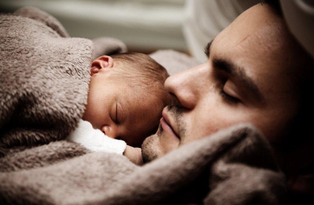 Väikelapse sünd võib viia isa une