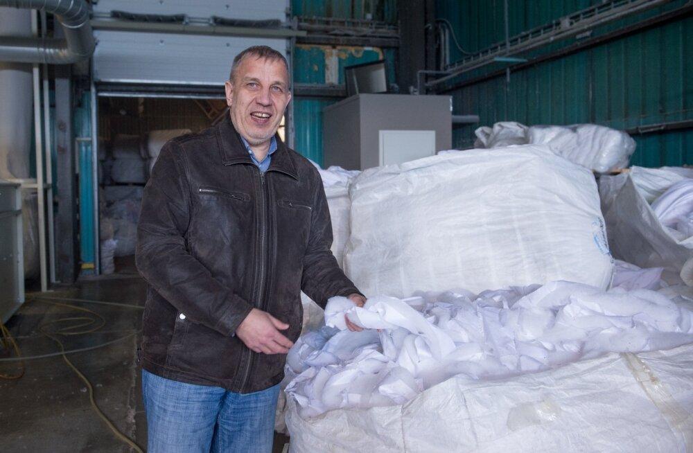 Viljandi on tekstiilipealinn, kinnitab Toom Tekstiili finantsjuht Aivar Talvet. Fotol tutvustab ta firma äsja  valminud jäätmetöötlustehast.
