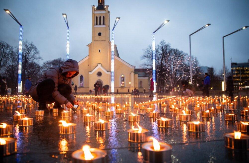 Таллинн вспоминает мартовскую бомбардировку инсталляцией на площади Вабадузе