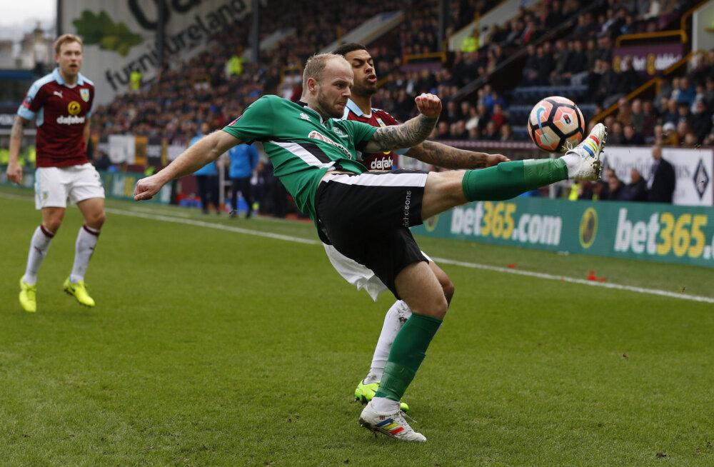 Endale meelega kollaseid kaarte hankinud Inglise jalgpallur sai kuueaastase võistluskeelu