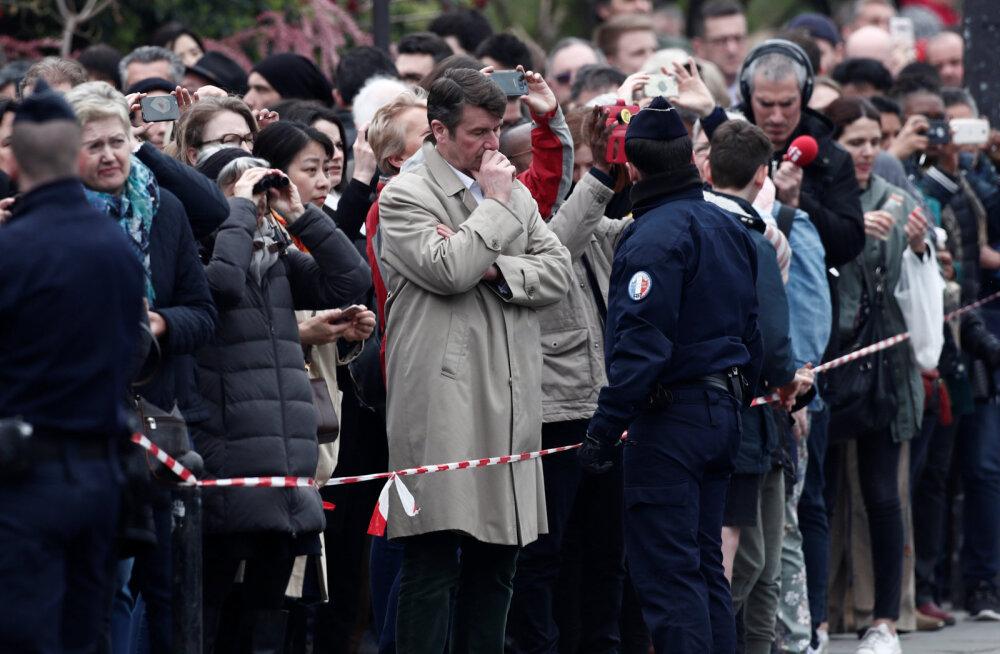 Oi kui piinlik! Mees proovib mõnitada Pariisi Jumalaema kiriku tulekahju, kuid teeb häbiväärse vea