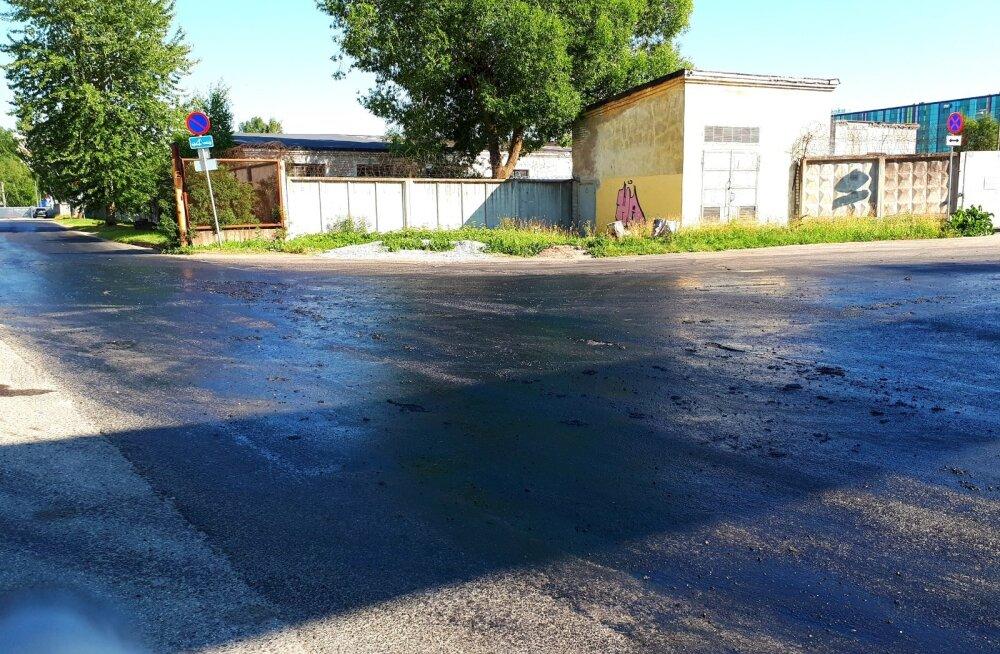 Sulav asfalt Mureli ja Seemne tänava nurgal
