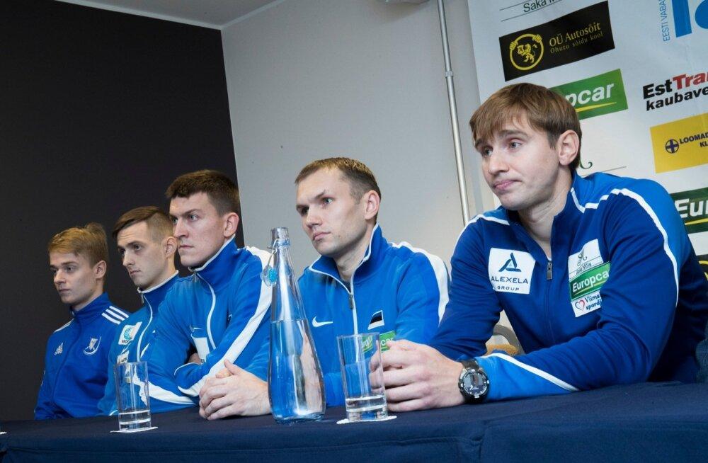 Nikolai Novosjolov (paremal) ja tema meeskond