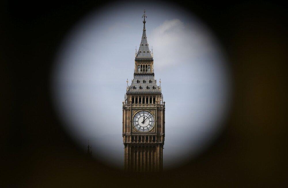 Briti koolides võetakse osutitega kellad maha, sest õpilased ei saa neist enam aru