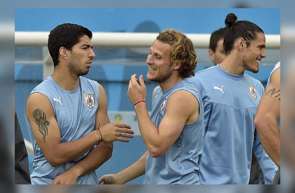 Uruguay koondise ründajad Diego Forlan ja Luis Suarez