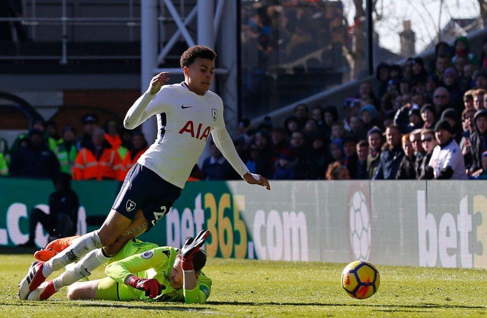 VIDEO | Tottenhami ja Arsenali staarmängijad saavad piinlike sukeldumiste eest fännidelt kõvasti puid alla