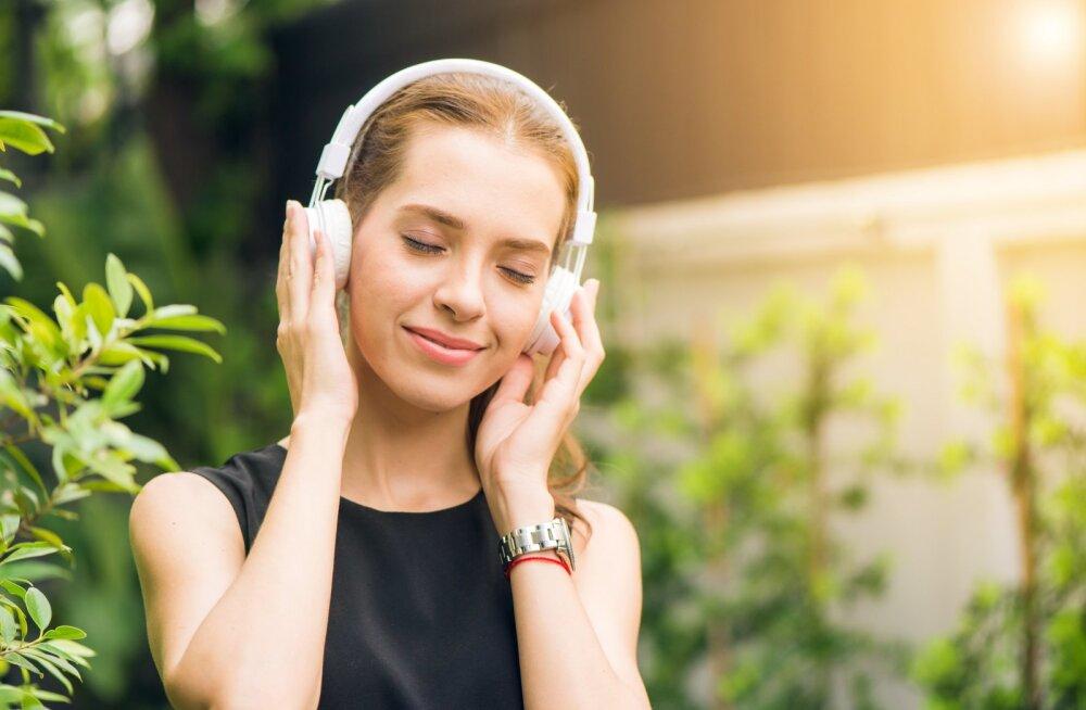 Avaldame hea põhjuse, miks nii mehed kui naised võiksid rohkem armastuslaule kuulata