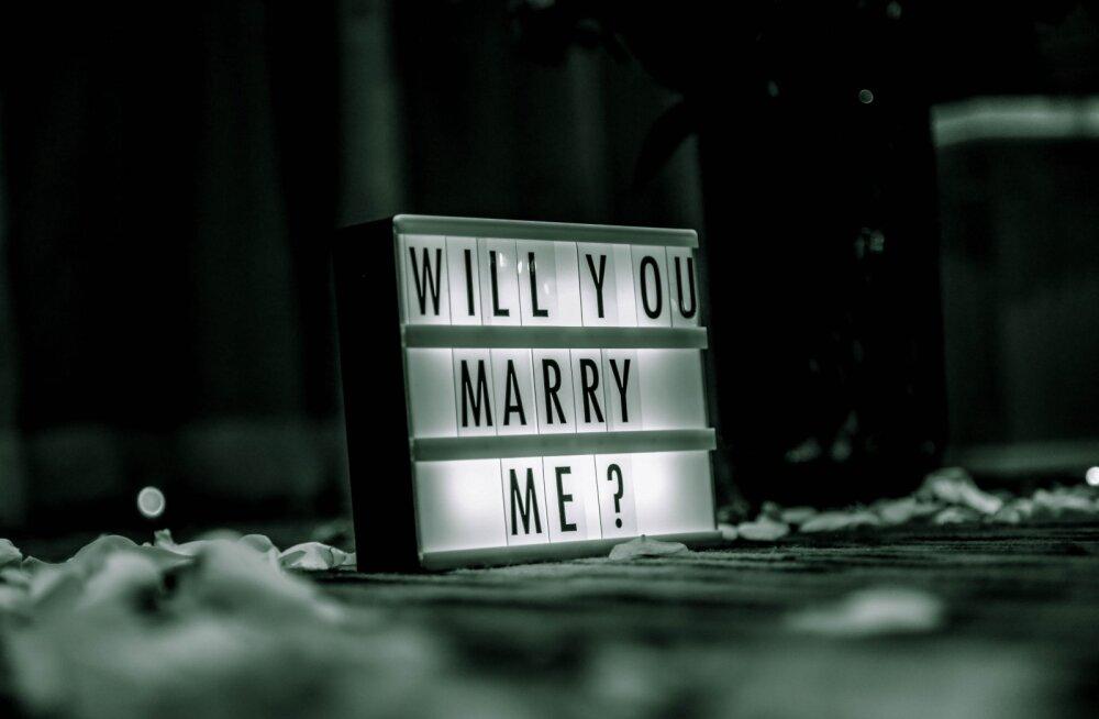 Piinlik hetk igas suhtes: kuidas ja millal võtta teemaks kihlus ja abielu?