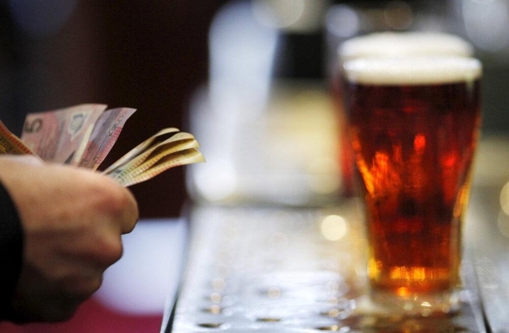 """""""Самое дорогое пиво в мире"""". Журналист заплатил 55 000 фунтов за бутылку пива"""