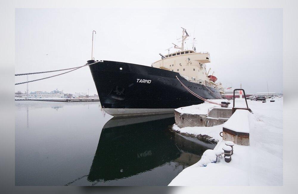 Eesti ainsal jäämurdjal käärib palgaintriig