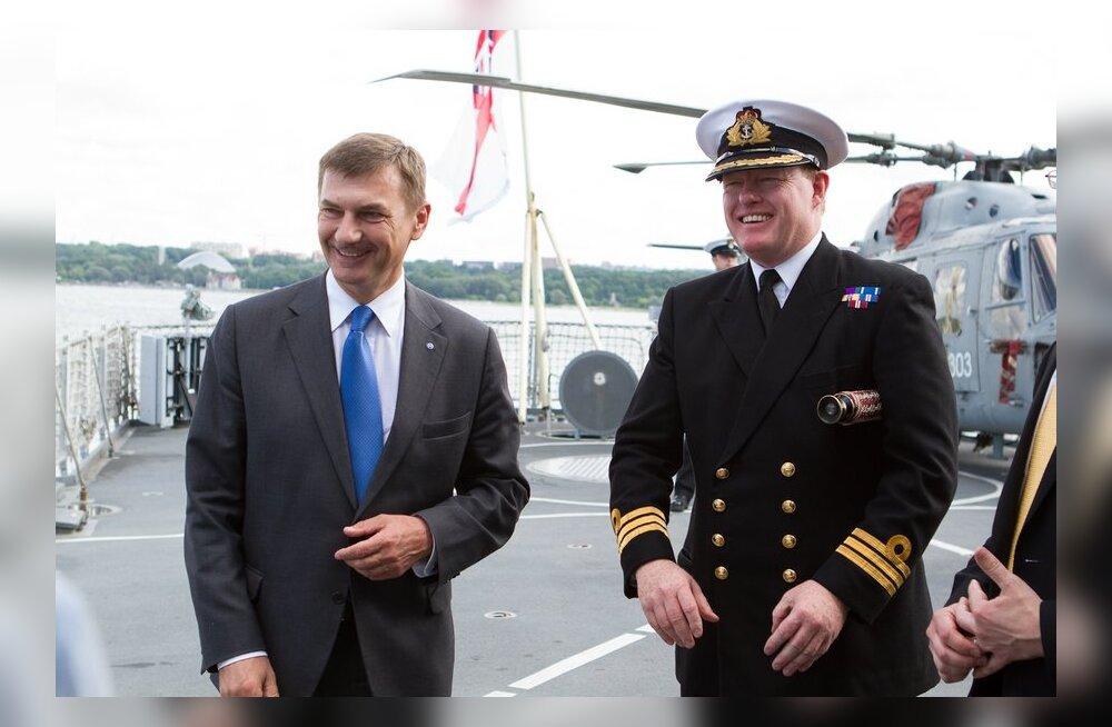 FOTOD: Peaminister külastas Briti sõjalaeva