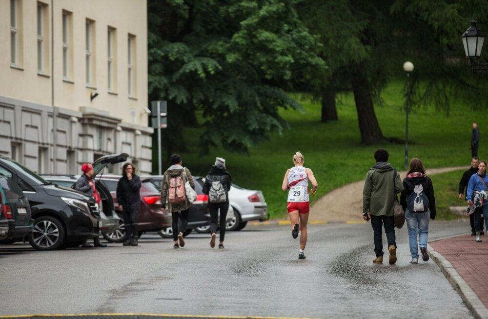 Tartu südalinnas segunesid võistlejad laupäeva pärastlõunal linnakodanike ja turistidega.