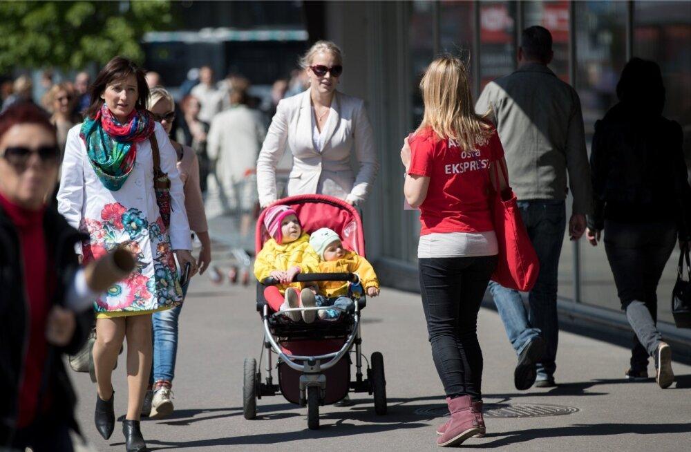 Aastaid tagasi müüsid lapsed ja noorukid Eesti Ekspressi suviti tänavail.