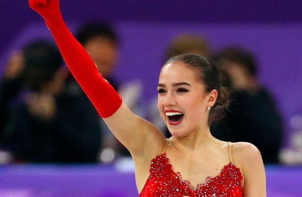Alina Zagitova tähistamas olümpiavõitu