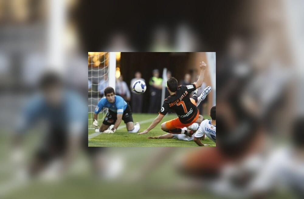 David Villa (Valencia) võitluses palli pärast