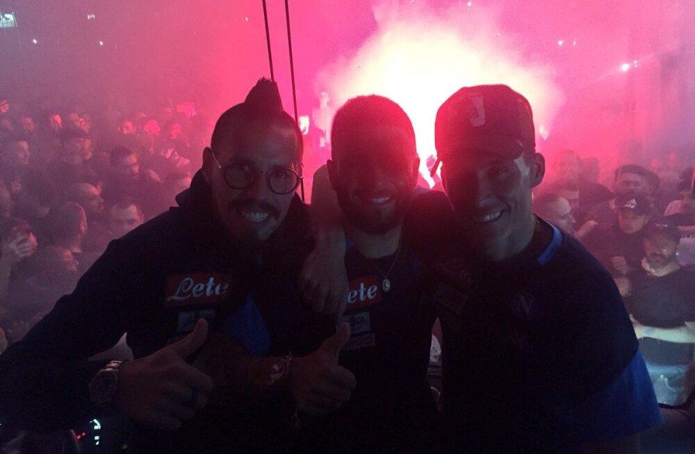Marek Hamsik, Lorenzo Insigne, Jose Callejon ja tulised Napoli fännid.