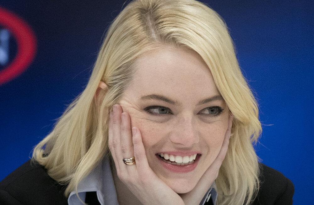 KLÕPS | Emma Stone kihlus avalikkusele tundmatu mehega