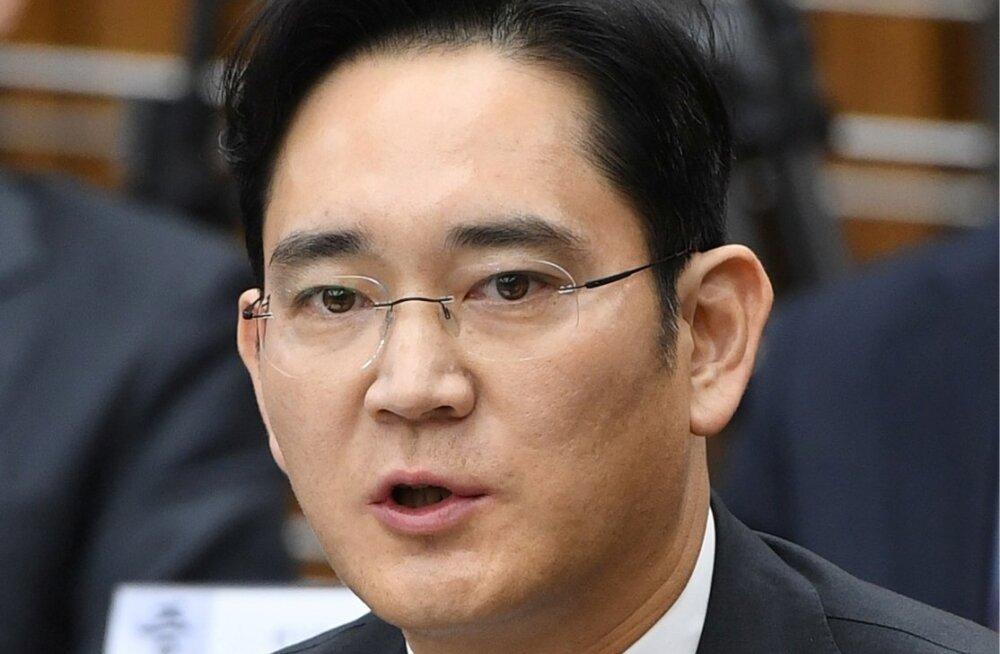 Lõuna-Korea mõjuvõimuga kauplemise skandaaliga seoses on kahtlusalune ka Samsungi pärija