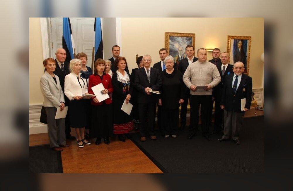 17 tegusat kodanikku sai kodanikupäeva aumärgi