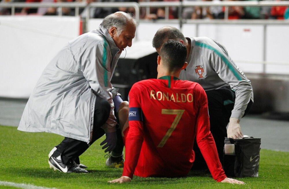Cristiano Ronaldo pidi vigastuse tõttu mängust lahkuma.