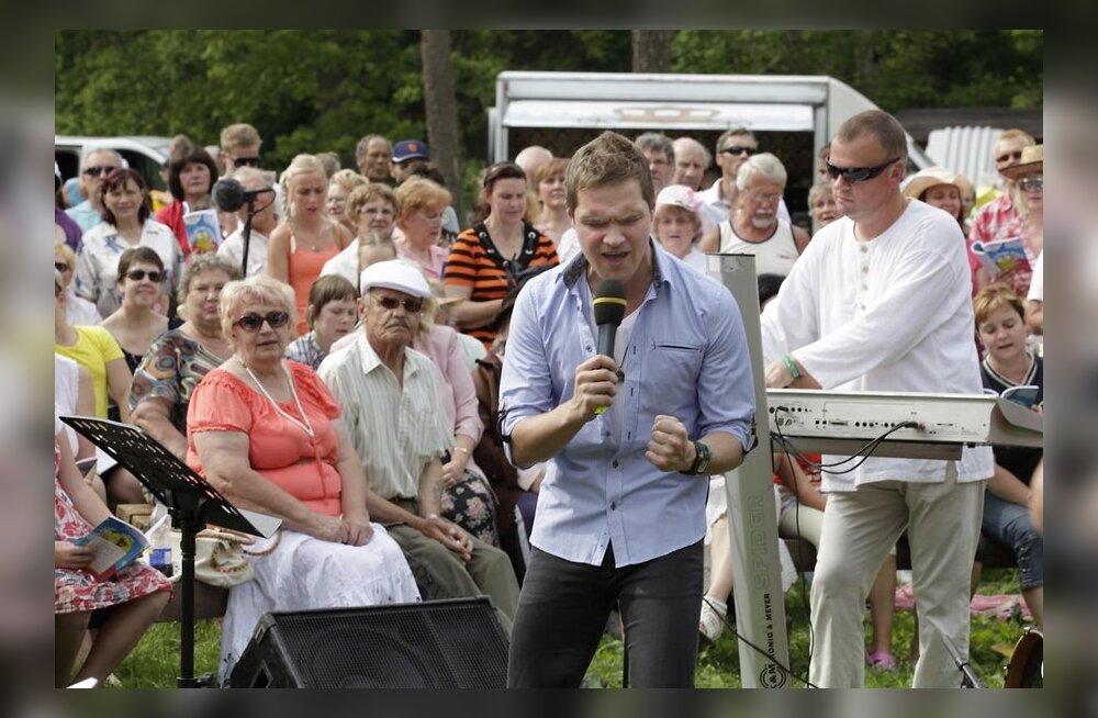 VIDEO: Ott Lepland naudib laulmist inimeste keskel