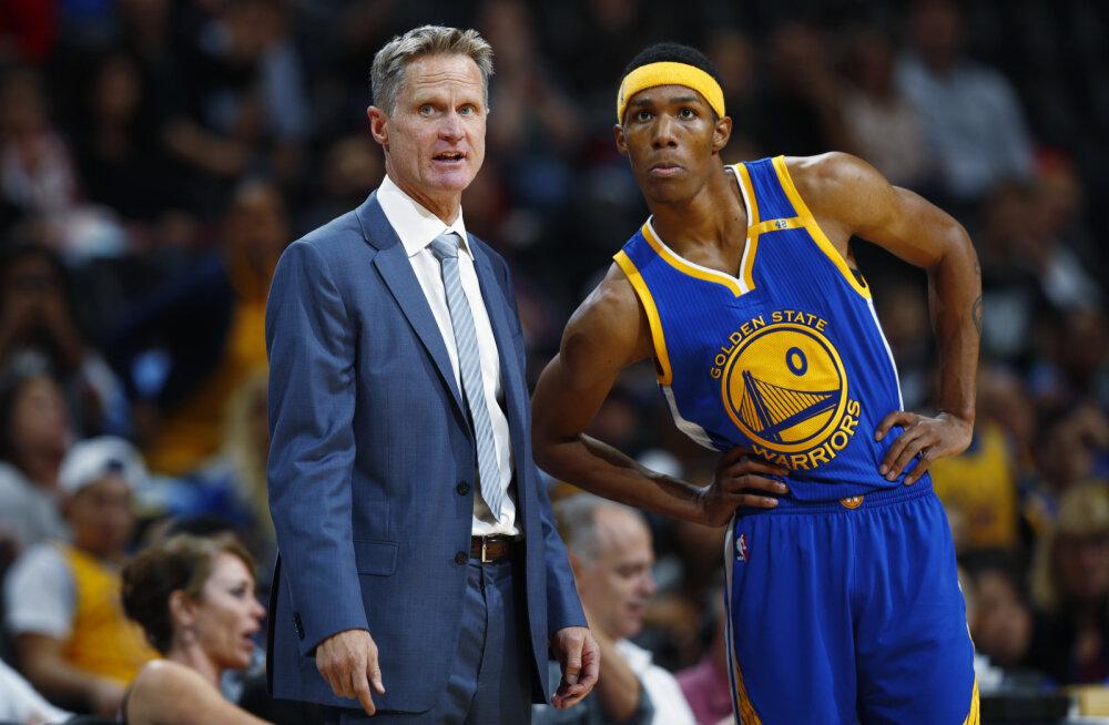 """""""Sa oled kaks aastat siin olnud, sa ei saa nii teha..."""" NBA meisterklubi mängija kummaline käitumine paneb tiimikaaslased kukalt kratsima"""