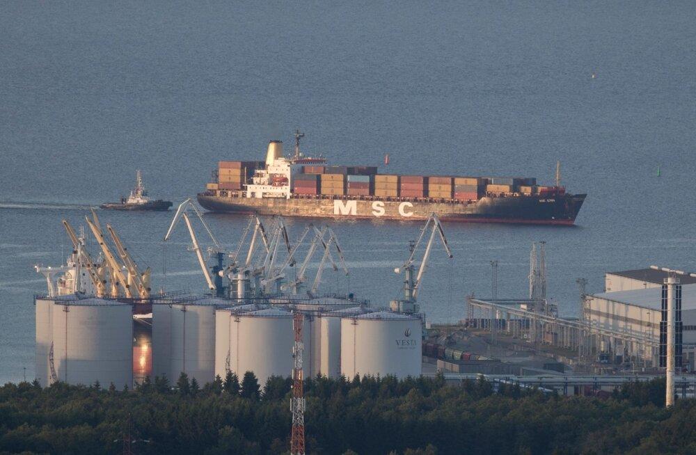 Konteinerlaev teel Muuga sadamasse