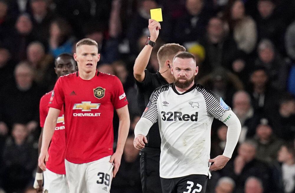 Wayne Rooney  sai kollase kaardi