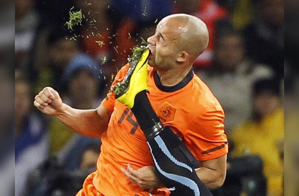 f2972a9c00f VIDEO: Hollandi jalgpalluril löödi poolfinaalis hammas välja - Sport