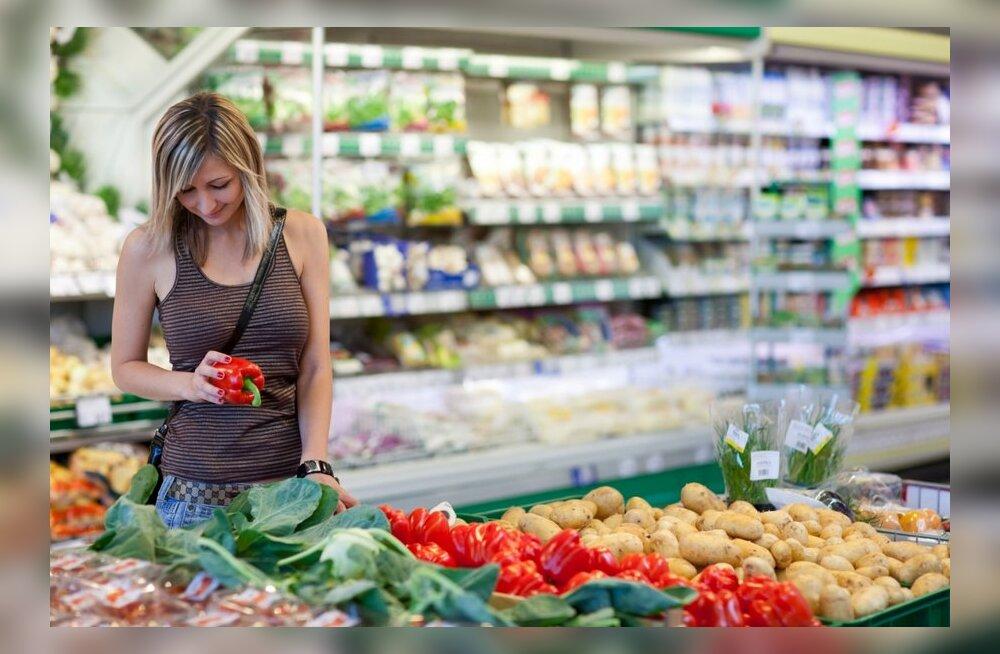 Газета: продуктовая корзина за год подешевела на 2 евро