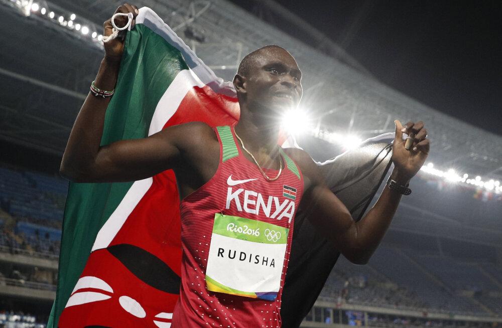 VIDEO | Kahekordne olümpiavõitja tegi Keenias suure avarii, kuid pääses uskumatult kergelt